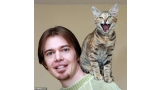 Jason Nellist con su gato (Foto  SWNS.com) dailymail.co.uk