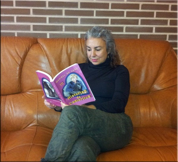 Kerry Blue Terrier. Maribel con su libro.